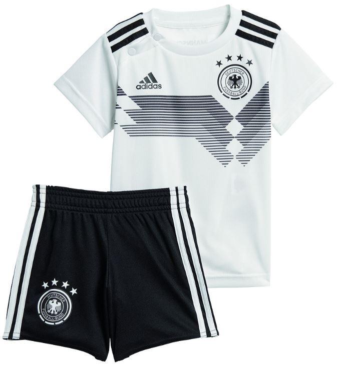 Das neue Babytrikot 2018 der deutschen Nationalmannschaft von adidas.